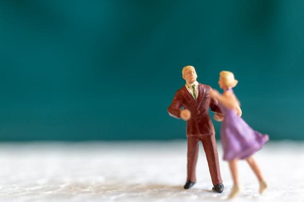 Couple dansant sur le sol, concept de la saint-valentin