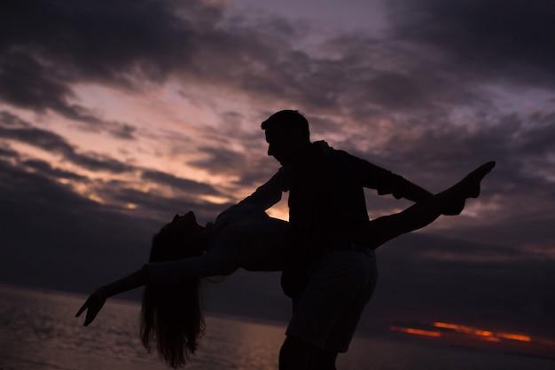 Couple, danse, coucher soleil