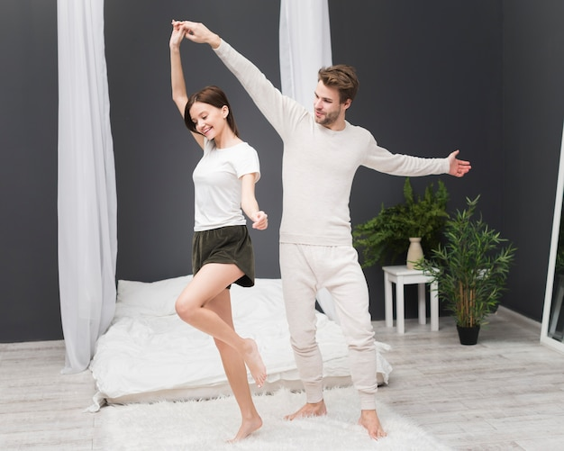 Couple, danse, maison