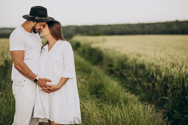 Couple enceinte, en attente d'un bébé