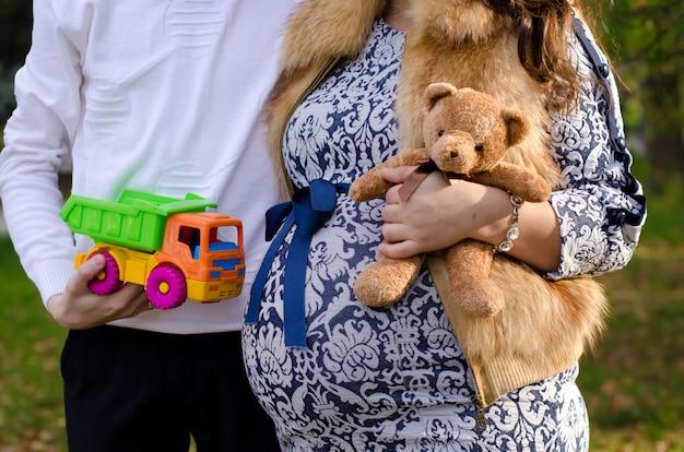 Couple enceinte, tenue, a, nounours