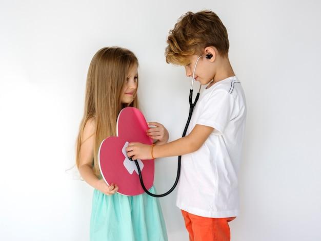 Couple enfants amitié ensemble protrait