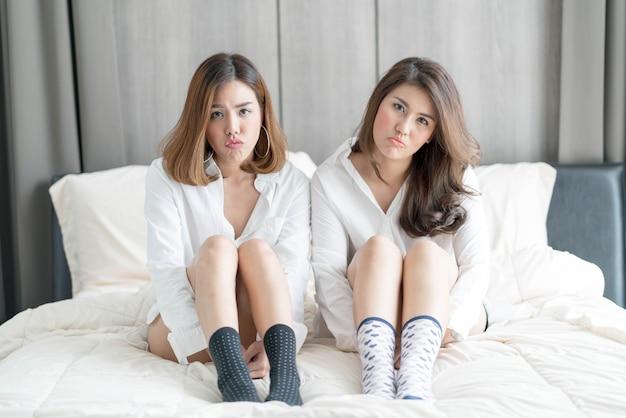 Couple de femme asiatique