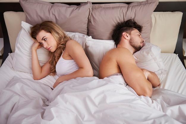 Couple frustré avec de graves problèmes