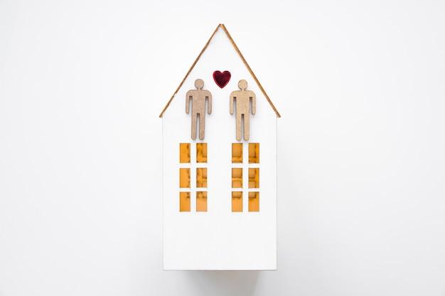 Couple gay sur petite maison