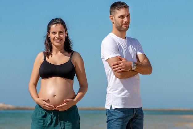 Couple heureux enceinte