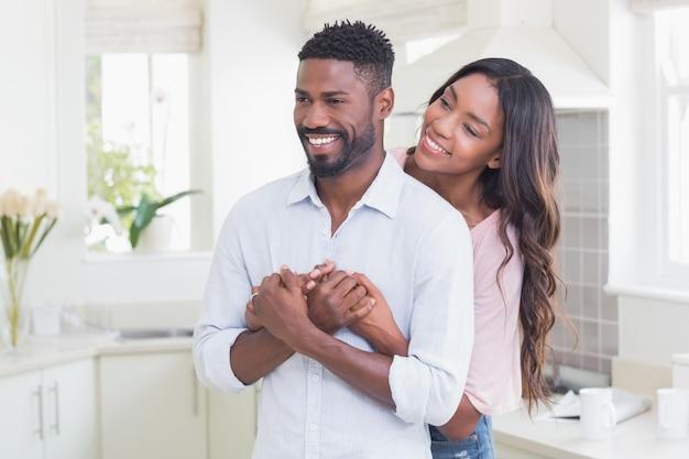 Couple heureux passer du temps ensemble