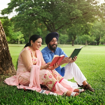 Couple indien senior aimant
