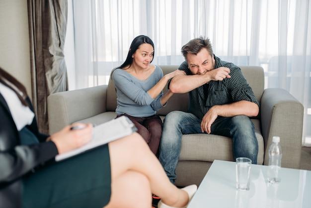 Couple jure au psychologue, psychologie familiale