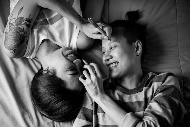 Couple de lesbiennes asiatiques lgbt