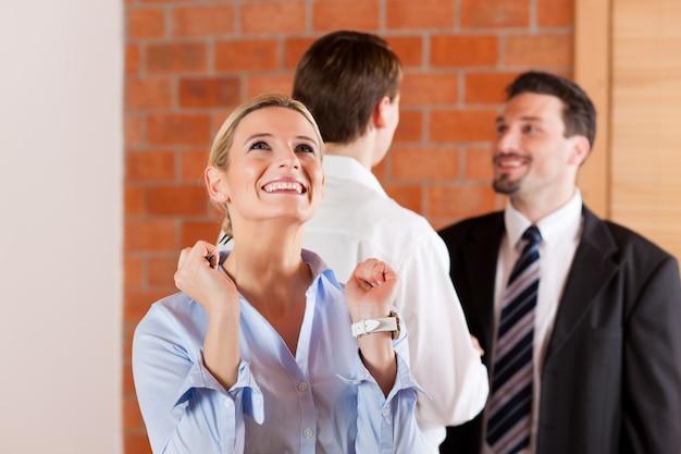 Couple, location, appartement, de, agent immobilier