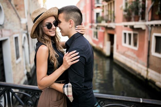 Couple en lune de miel à venise