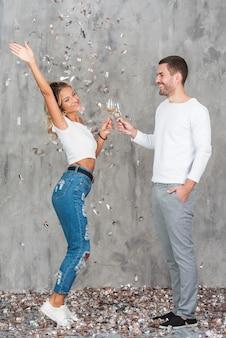 Couple, lunettes, champagne