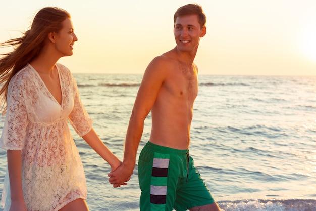 Couple, marche, plage
