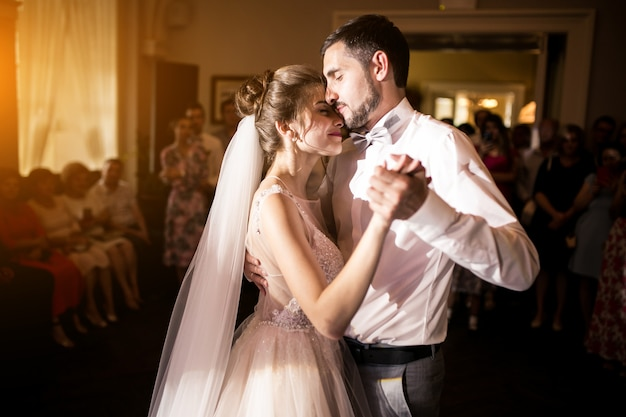 Couple de mariage danse