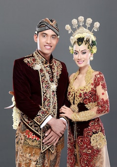 Couple de mariage java traditionnel