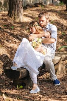 Couple de mariage rustique éclectique