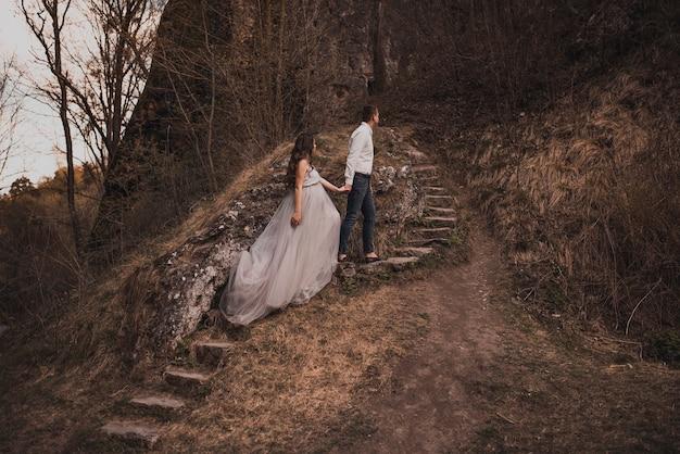 Couple marié un homme avec une femme enceinte