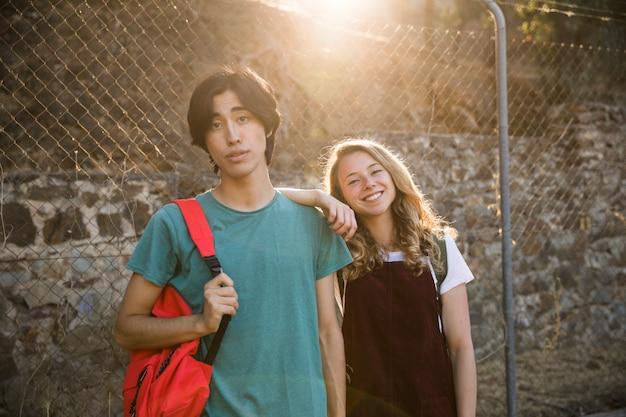 Couple multiracial, debout, à, lumière soleil, regarder appareil-photo