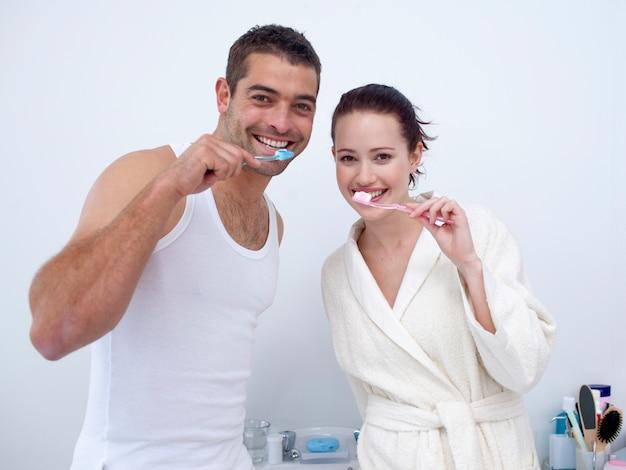 Couple, nettoyage, sien, dents, salle bains