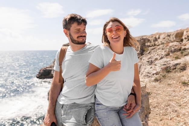 Couple, passer du temps ensemble dans un endroit magnifique