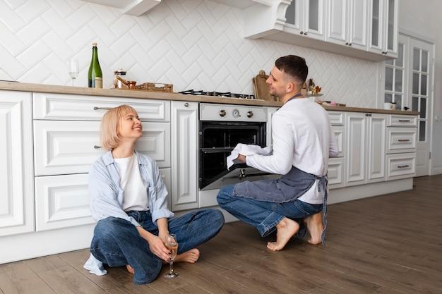 Couple passer du temps de qualité ensemble