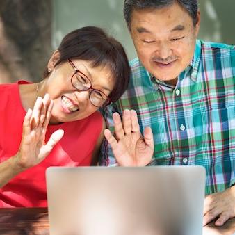 Couple de personnes âgées couple concept d'amour