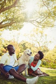 Couple, poser, chien