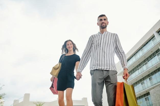 Couple pressé pour une autre vente