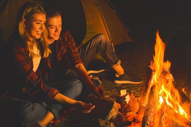 Couple profiter de vacances