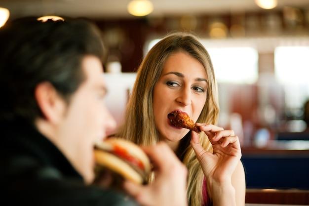 Couple, restaurant, restauration rapide