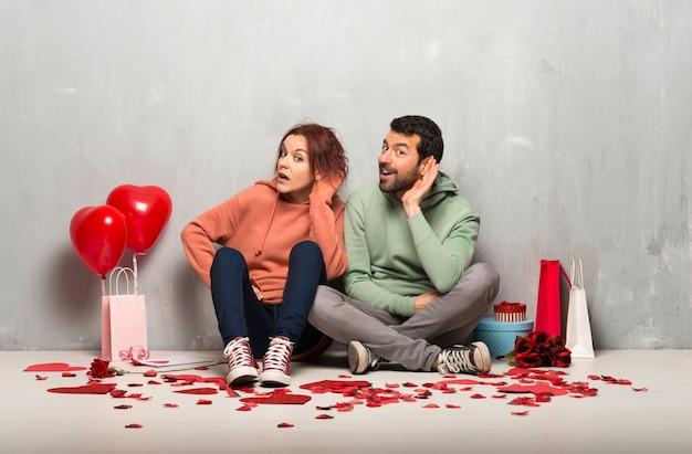 Couple, saint valentin, écoute, quelque chose