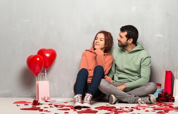 Couple, saint valentin, regarder côté