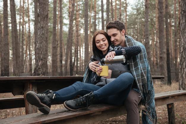 Couple, séance, banc, bois