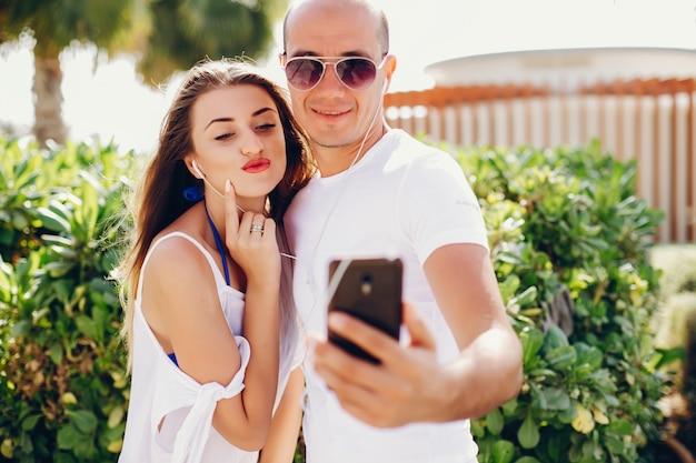 Couple avec téléphone