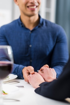 Couple, tenant mains, table