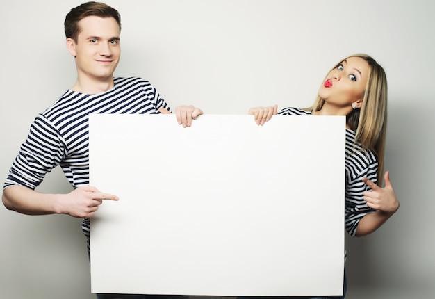 Couple, tenue, bannière