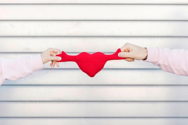 Couple, tenue, jouet, symbole, coeur