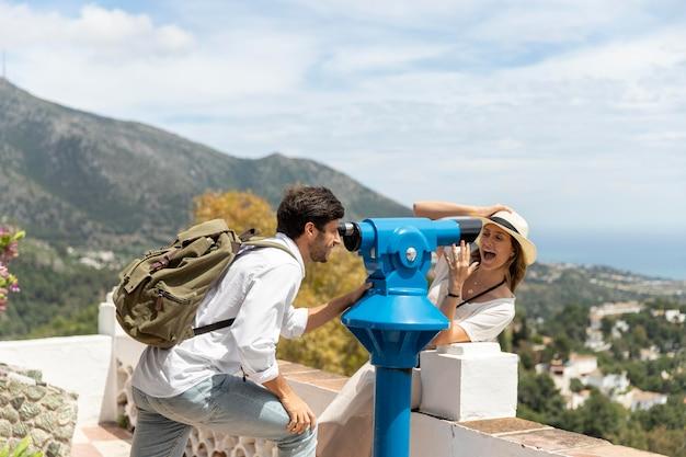 Couple de tir moyen avec télescope