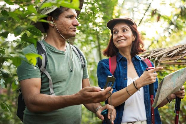 Couple, trekking, ensemble