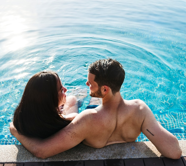 Un couple en vacances