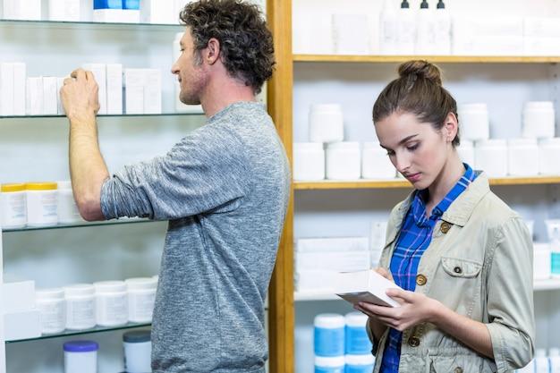 Couple, vérification, médecines