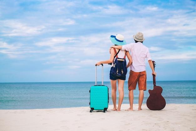 Couple voyageur