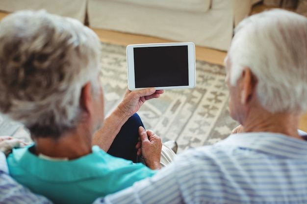 Couples aînés, utilisation, tablette numérique