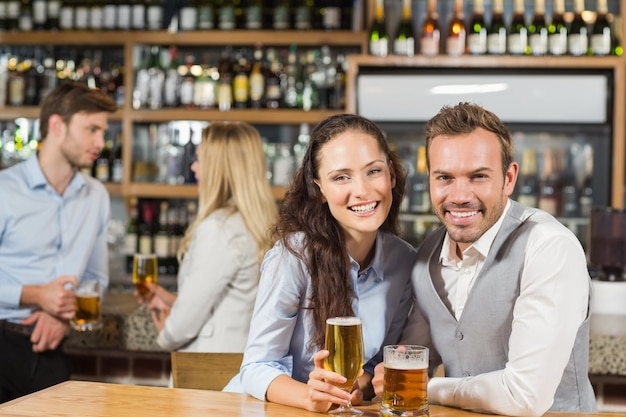 Couples, bière tenue