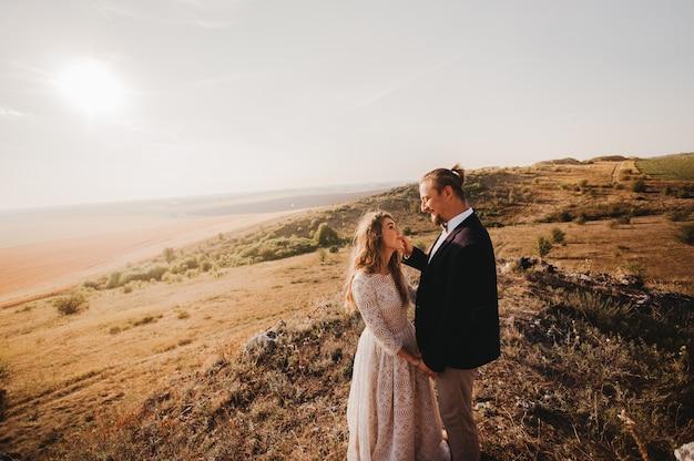 Couples de portrait, tendresse amour nature, montagnes