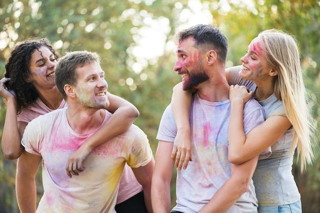 Couples, regarder, autre, poser, à, festival