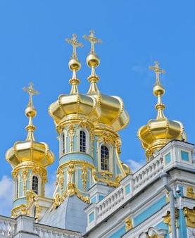 Coupole dorée du palais de catherine à pouchkine, russie