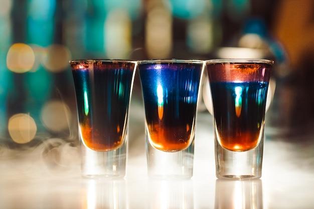 Coups multicolores sur le bar