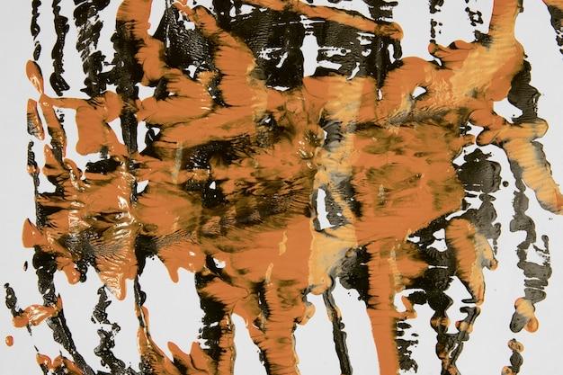 Coups de peinture noire et de sienne